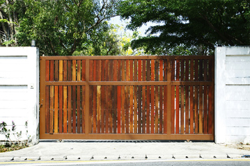 Vertical Space Board Sliding Wooden Electric Gate