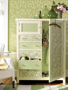 wardrobe-with-wallpaper