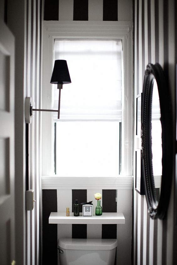 stripe-wallpaper-toilet-2