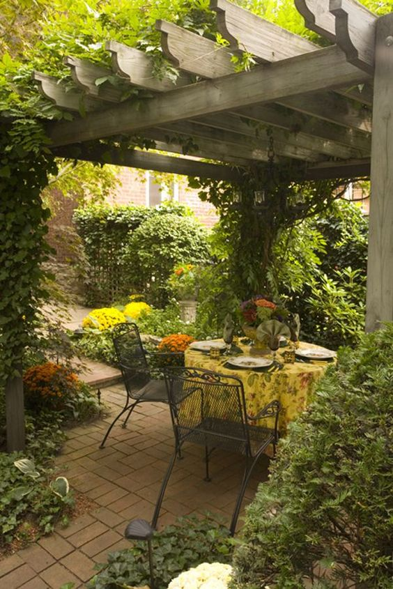 outdoor-eating-pergola