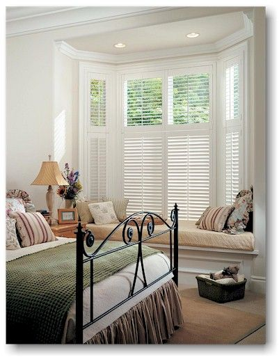 Bay window straight seat