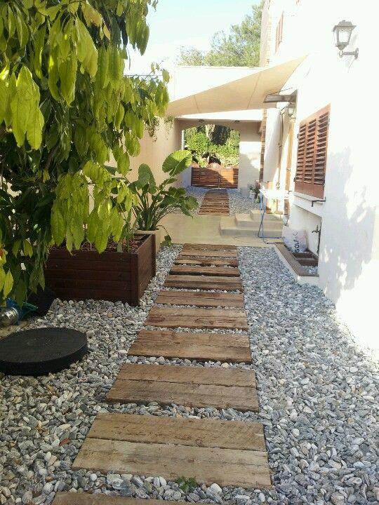 garden path wooden