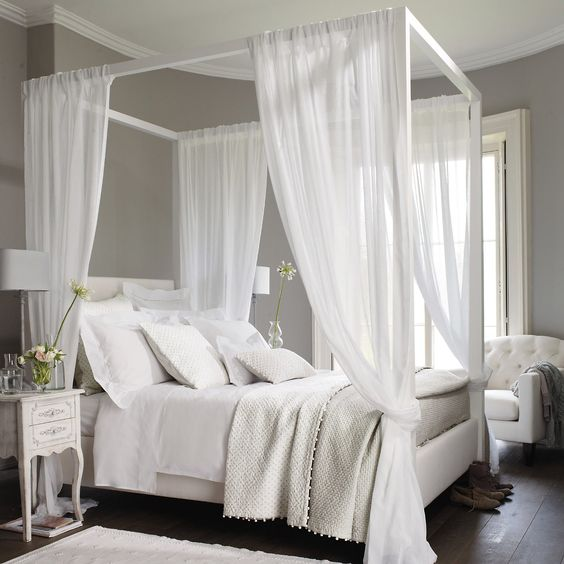 trends - four poster beds